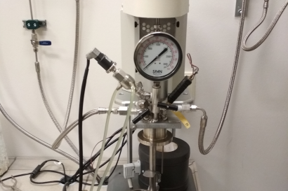 Figure Autoclave for saturating metallic materials with hydrogen of the gas phase.