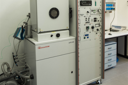 Vacuum system for electrical contact preparation