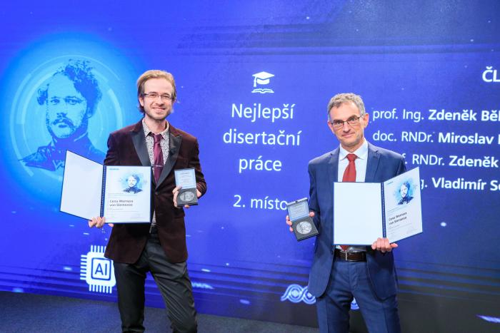 Libor Šmejkal and Tomáš Jungwirth receiving the Siemens Award